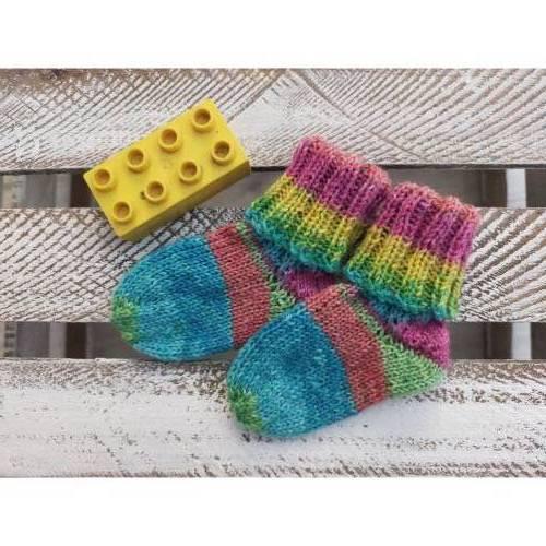 Handgestricke Babysocken / Söckchen * Regenbogen * Fußlänge ca.11cm, Gr. 18