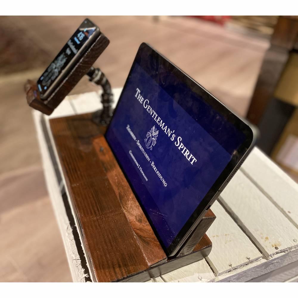 TabletPAX  Halter Ladestation Tablet & Handy/ Smartphone & Co. Schreibtisch. Farbe Nussbaum. Holz und Metall. Gebeizt/ lackiert und versiegelt. Unikate. Personalisierbar. Viele Farben möglich. Bild 1