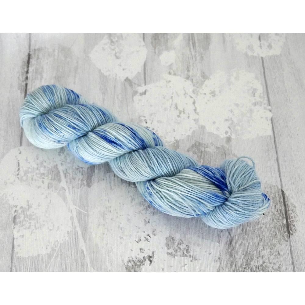 Sockenwolle handgefärbt 4-fach Hellblau/Blau Wolle Bild 1