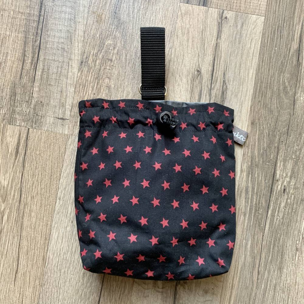 Leckerlibeutel - Futterbeutel - schwarz mit roten Sternchen  Bild 1