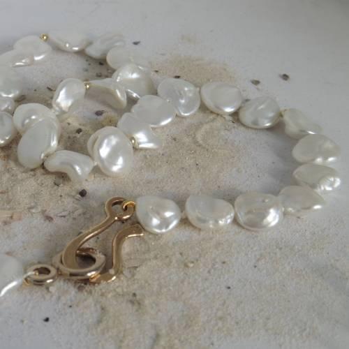 Keshi-Perlenkette strahlend weiß, Frühlingsschmuck mit Messingschloß und 14K-Goldkügelchen