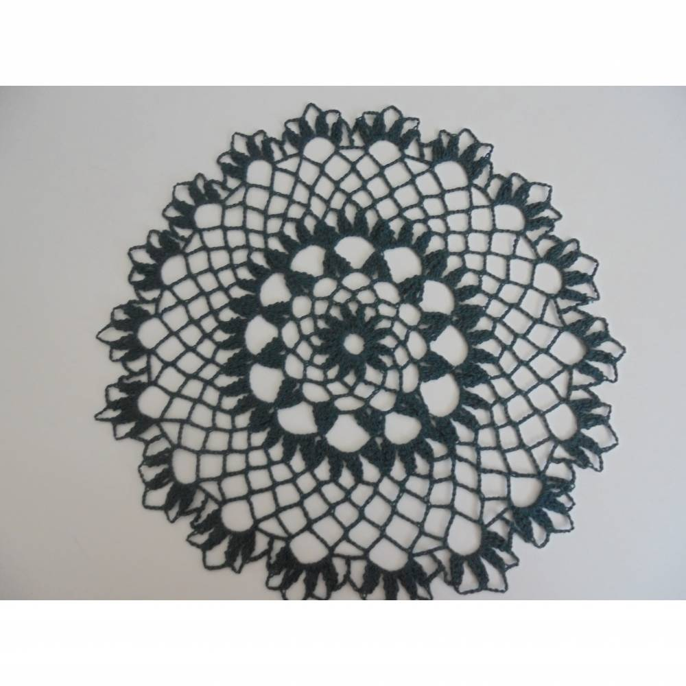 Deckchen in aussergewöhnlicher Farbe-wunderschönes schwarzes Häkeldeckchen Bild 1