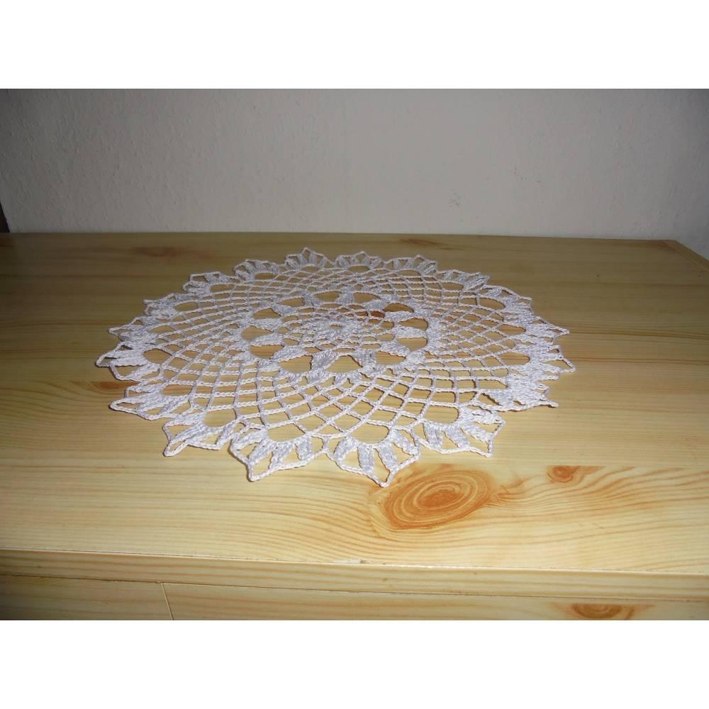 Deckchen in aussergewöhnlicher Farbe-wunderschönes weiß Häkeldeckchen Bild 1