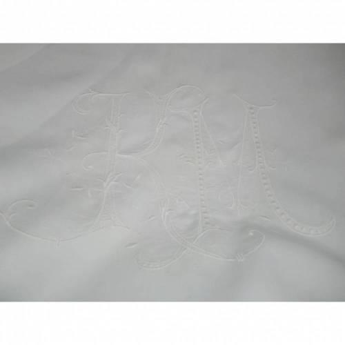 Bettbezug aus Frankreich mit einem Prunkmonogramm und rundum gestickte Girlande - von alte Schätze