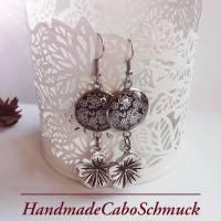18mm Edelstahl Cabochon Ohrringe Ohrhänger, grau weißes Blumenmuster Bild 1