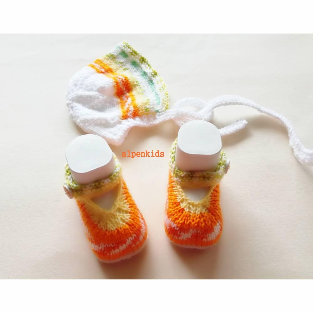 Babyschuhe und Babyhaube handgestrickt für die Kleinsten  Bild 1