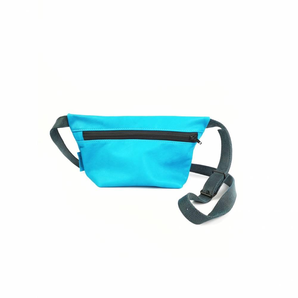Gürteltasche, Crossbodybag aus türkisem Leder mit verstellbarem Ledergurt Bild 1