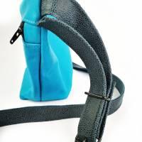 Gürteltasche, Crossbodybag aus türkisem Leder mit verstellbarem Ledergurt Bild 5
