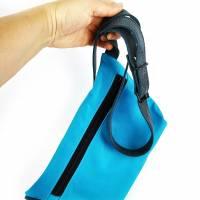 Gürteltasche, Crossbodybag aus türkisem Leder mit verstellbarem Ledergurt Bild 6