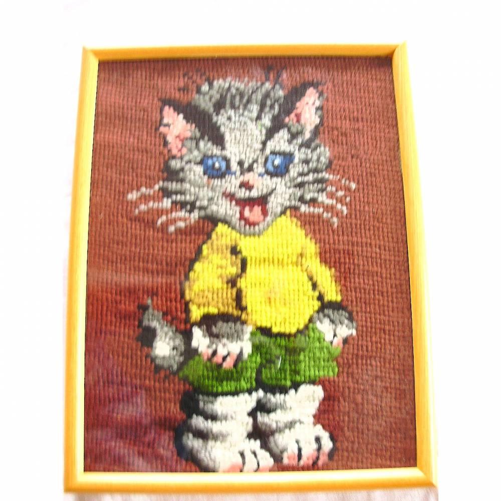 Vintage Stickbild Süßes Kätzchen handgestickt aus den 70er Jahren  Bild 1