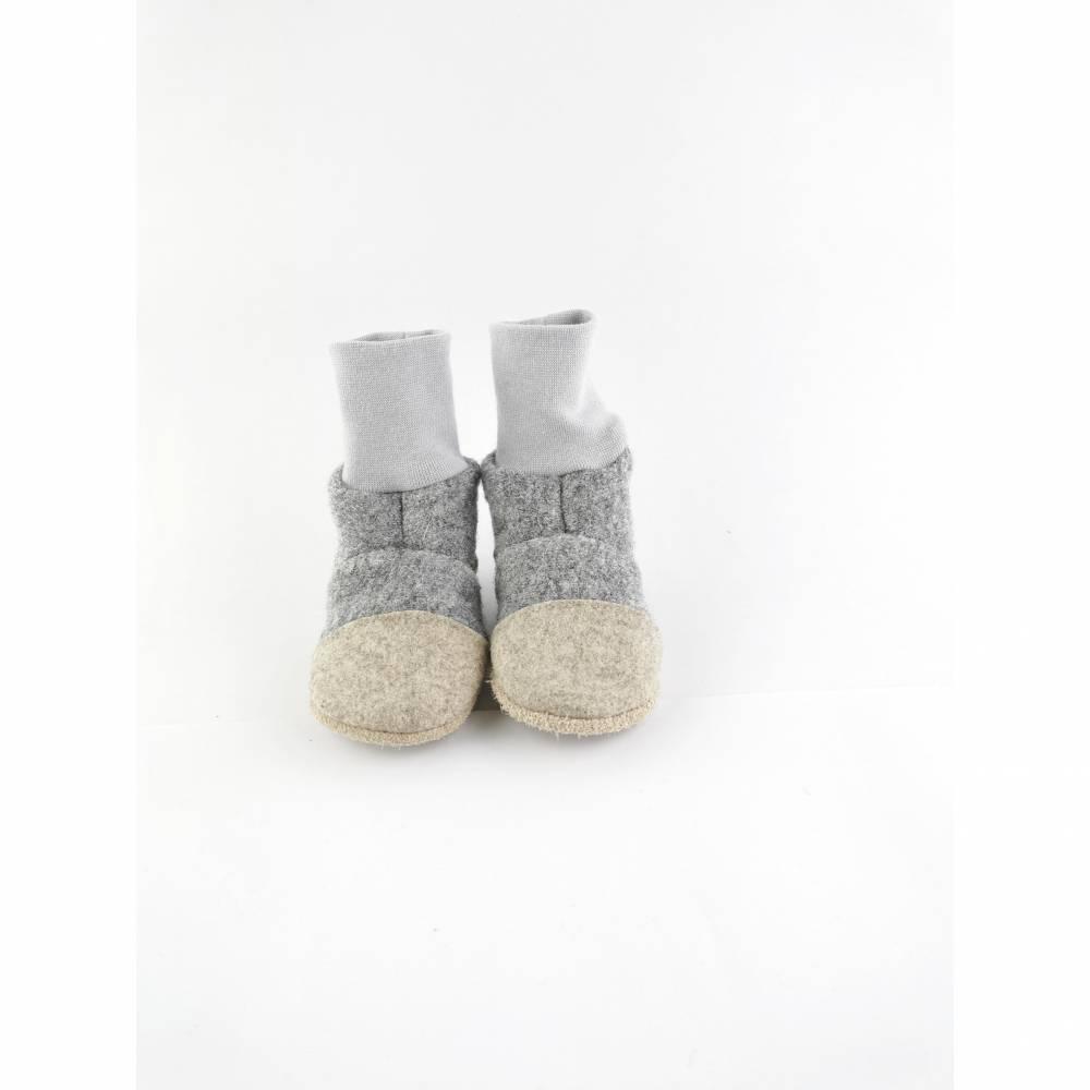 Graue Hausschuhe für Babys und Kinder aus weicher Wolle  Bild 1
