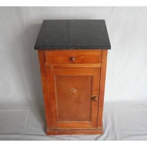 alter Nachttisch mit Marmorplatte