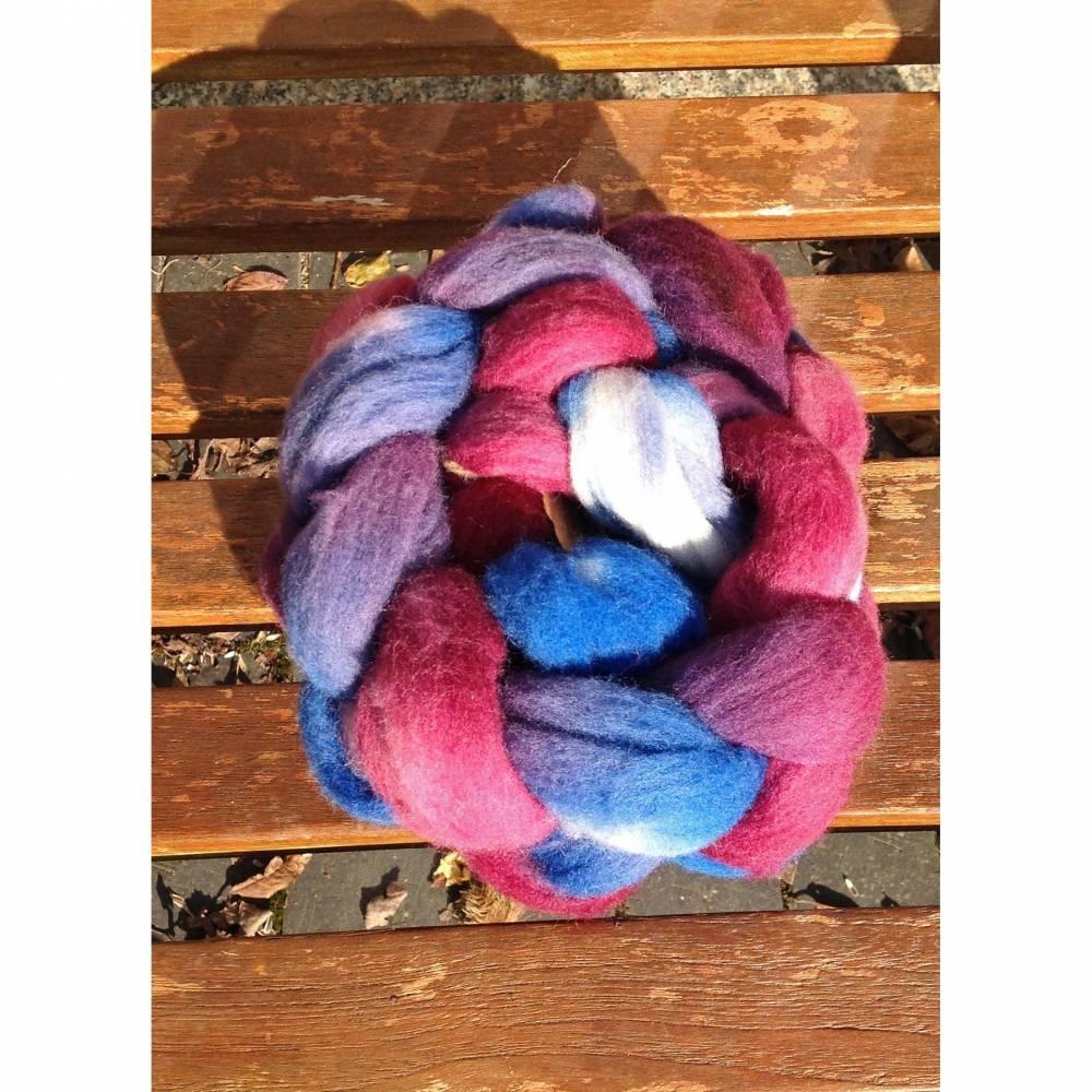 Handgefärbter Kammzug aus süddeutscher Merino Bild 1