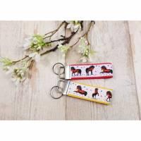 kurzes Schlüsselband mit Pferden und Schmetterlingen Bild 1