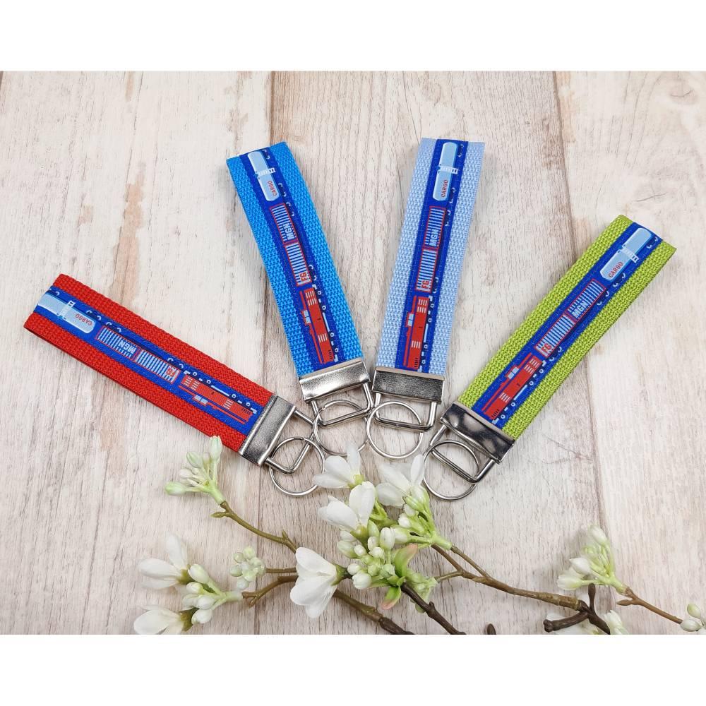Schlüsselanhänger mit Eisenbahn in verschiedenen Farben Bild 1