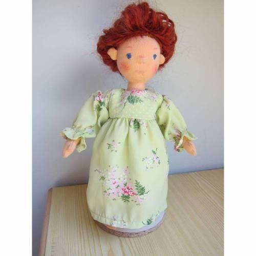 Steiner Puppe, Coco Puppe, weicher Stoffpuppe 30 cm mit Titzian Locken und bewegliche Arme und Beine, nach Waldorf art, Puppe,