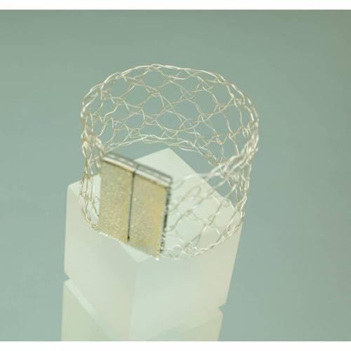modernes Damen-Armband geklöppelt aus Silberdraht mit Magnetverschluss - Klöppelschmuck von bcd manufaktur