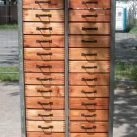 Original Industrieschrank - Werkstattschrank, Metallgestell mit Holzschubladen, restauriert, die Schubladen wurden sauber geschliffen und mit Leinölfirnis behandelt Bild 1