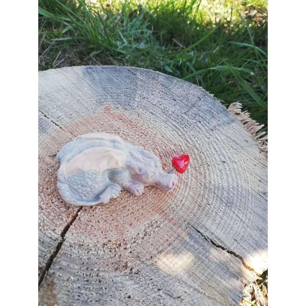 Schlafende Keramik Drache mit Herz Bild 1
