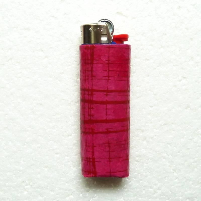 Feuerzeughülle pink in pink gemustert inkl. BIC-Feuerzeug Bild 1