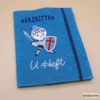 Gestickte Einschlag - U - Heft - Hülle HERZRITTER mit Extrafächern Bild 1