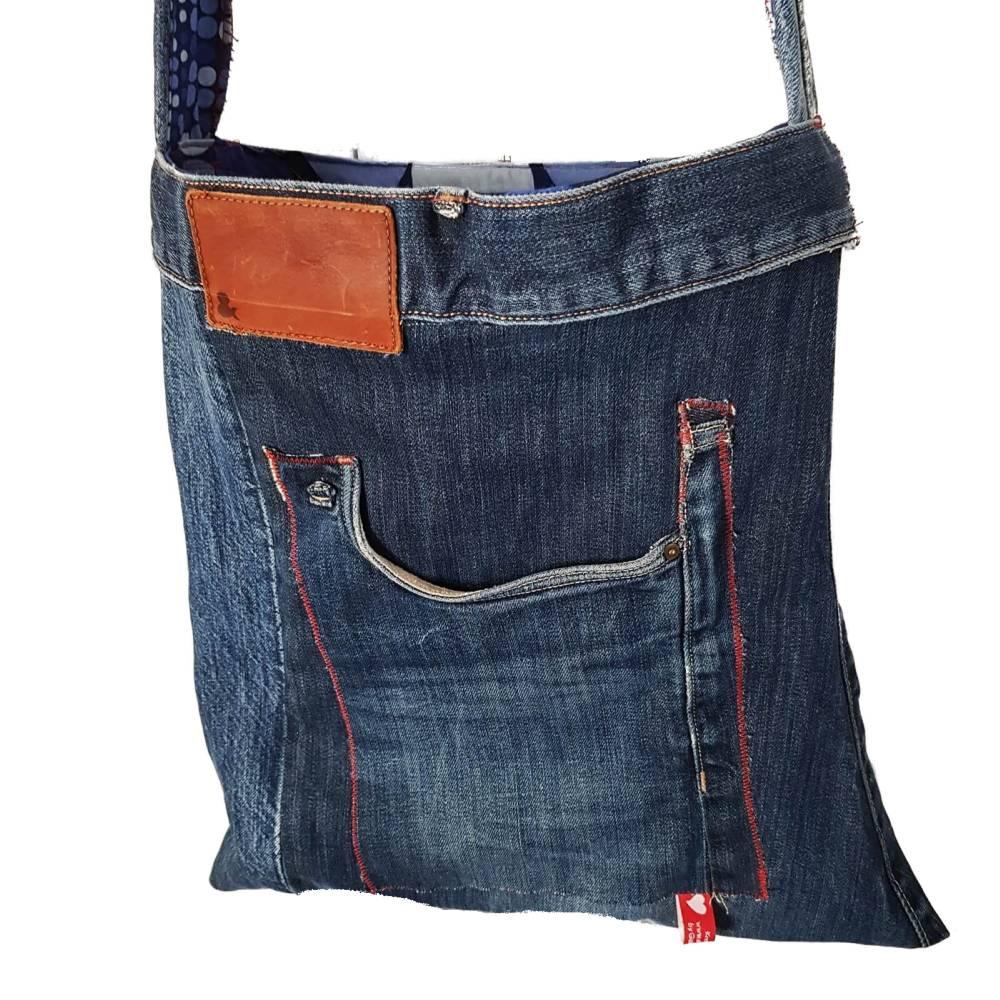 Jeans-upcycling, Stofftasche aus Jeans mit breitem Trageriemen, Jeanstasche aus Marken-Jeans,  Bild 1