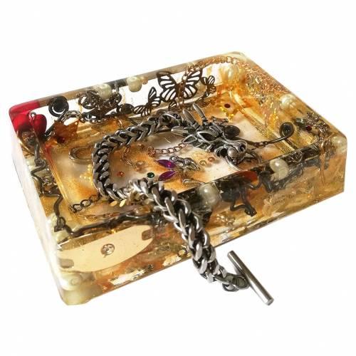 Schmuckbox aus Harz mit Schmuck