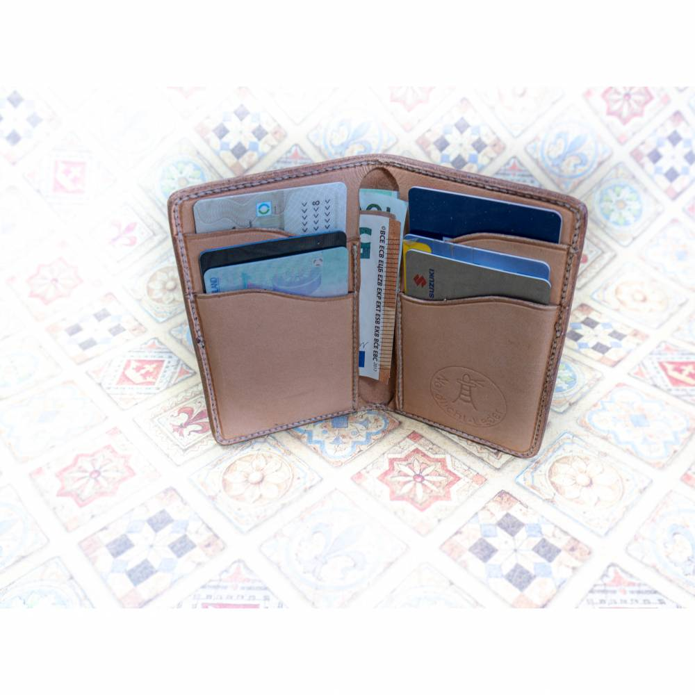 Schlanke, vertikale Geldbörse aus Leder in schwarz oder natur Bild 1