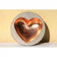 Kleines Herzschälchen aus Beton Bild 1