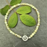 Armband aus irisierenden Glasschliffperlen mit Mandala aus 925 Silber Bild 1