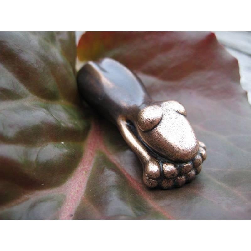 SCHMUCKFROSCH, Frosch, Bronze Anhänger, Anhänger Lederband, Messing Anhänger, Frosch Lederband, Kunstguss, Bronzeguss, kleine Frosch Figur Bild 1