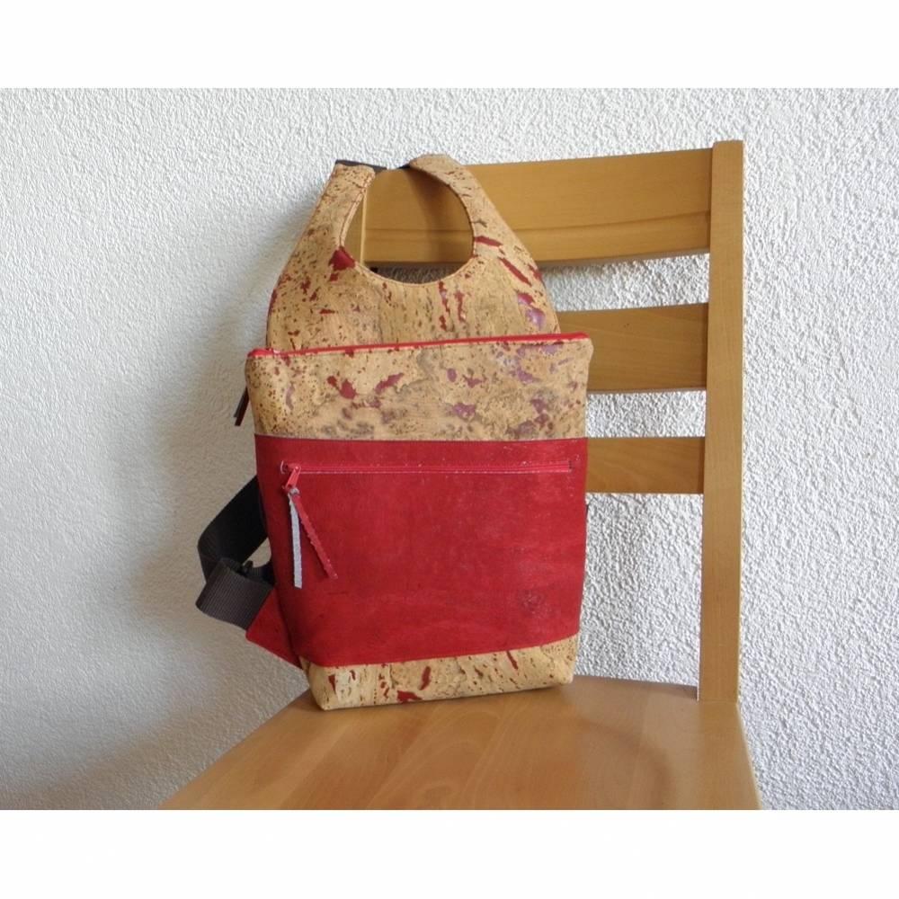 Rucksack aus Korkstoff, Korkrucksack, Korkleder, natur und rot, handgemacht, ein Unikat von Dieda Bild 1