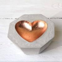 Herz-Schale aus Beton kupferfarben Bild 1