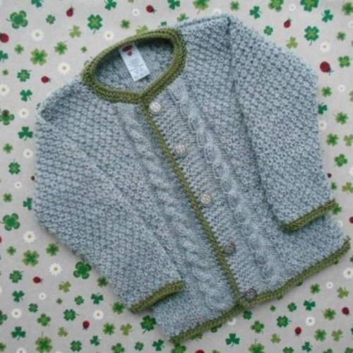 Strickjacke ab Größe 62/68 bis Größe 98/104 Trachtenjacke für Junge Pullover mit Zopfmuster Geschenk zur Geburt Taufe Taufkleidung