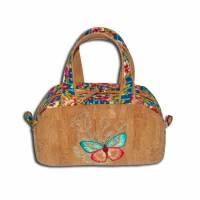 Große Kulturtasche aus Kork bestickt mit Schmetterling Kulturbeutel Tasche - Geschenk Geburtstag Weihnachten - Waschtasche Shower Bag Kosmetiktasche für Damen und Mädchen  Bild 1