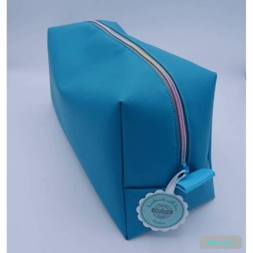 Kosmetiktasche aus Kunstleder mit Regenbogenreißverschluss