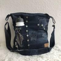 Dunkelblaue Umhängetasche aus einer alten Jeans mit Innenfutter, Upcycling, Detailverliebt, Recycling, Crossbody Bild 1