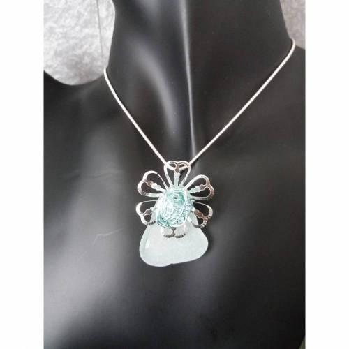 925er Silberkette mit echtem Seeglas in weiß.  Dazu eine Perlenkappe im Blumendesign mit einer Drahtkugel in mintgrün