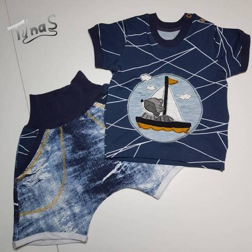 Set aus T-Shirt mit Waschbär und weicher, kurzer Hose in Jeanslook in Gr. 74