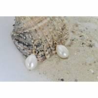 feine Perlenohrhänger aus weißenTropfenperle 10 x 14 mm, gelb-goldfilled Bild 1