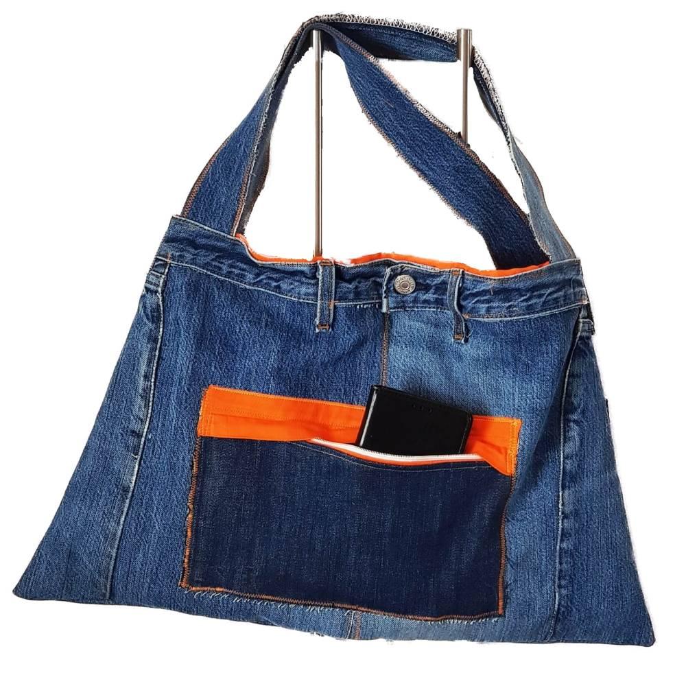Jeanstasche upcycling blau orange aus Markenjeans Bild 1
