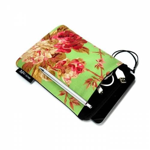 Tablet Hülle 7 / 8 Zoll Extrafach Tasche Reißverschluss Rosen Romantik grün-bunt schwarz Handarbeit