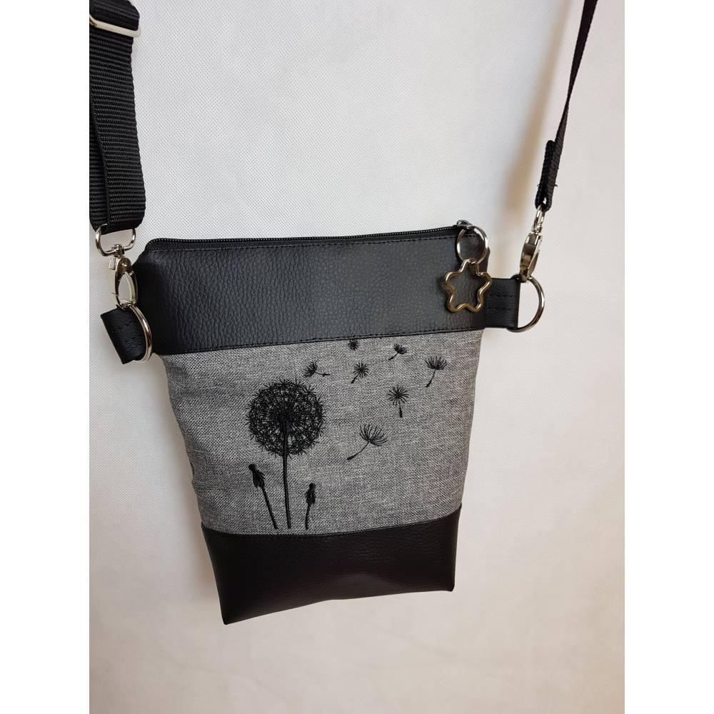 Kleine Handtasche Pusteblume grau Umhängetasche Dandelion grau schwarz Tasche mit Anhänger Kunstleder Bild 1