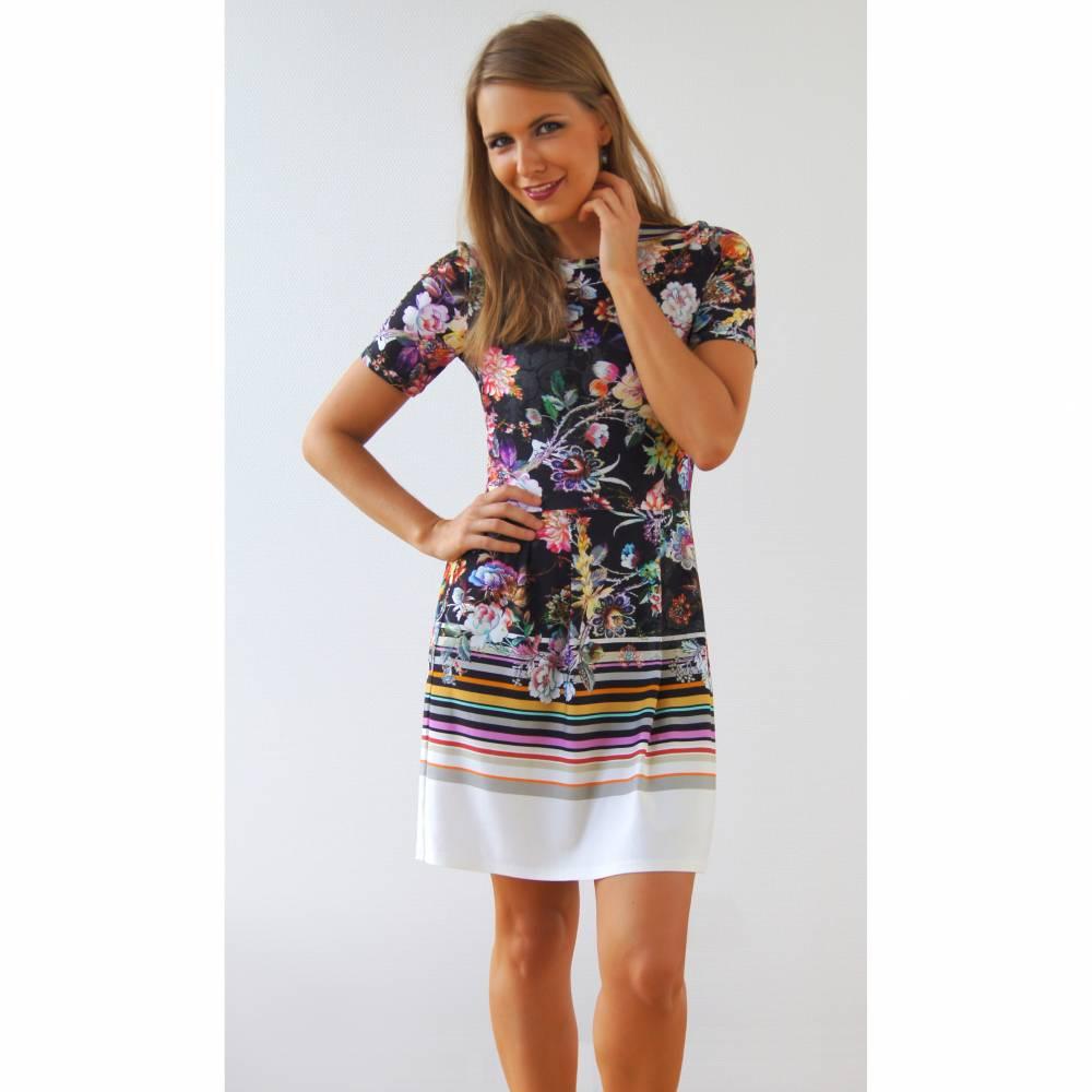 Kleid mit Bordüre und Ballonrock  Bild 1