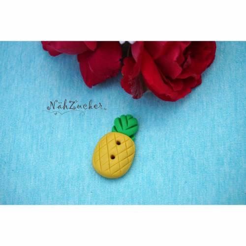 1 handgefertigter Knopf aus Polymer Clay, Motiv 'Ananas'