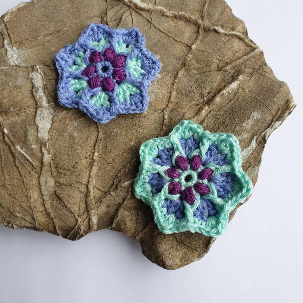 Kleine bunte Häkelblumen zum basteln und aufpimpen Bild 1