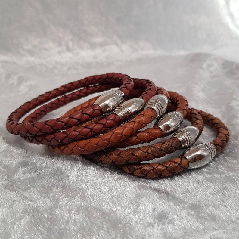 Herrenarmband aus braunem geflochtenen Nappaleder, Edelstahlmagnetverschluss Bild 1
