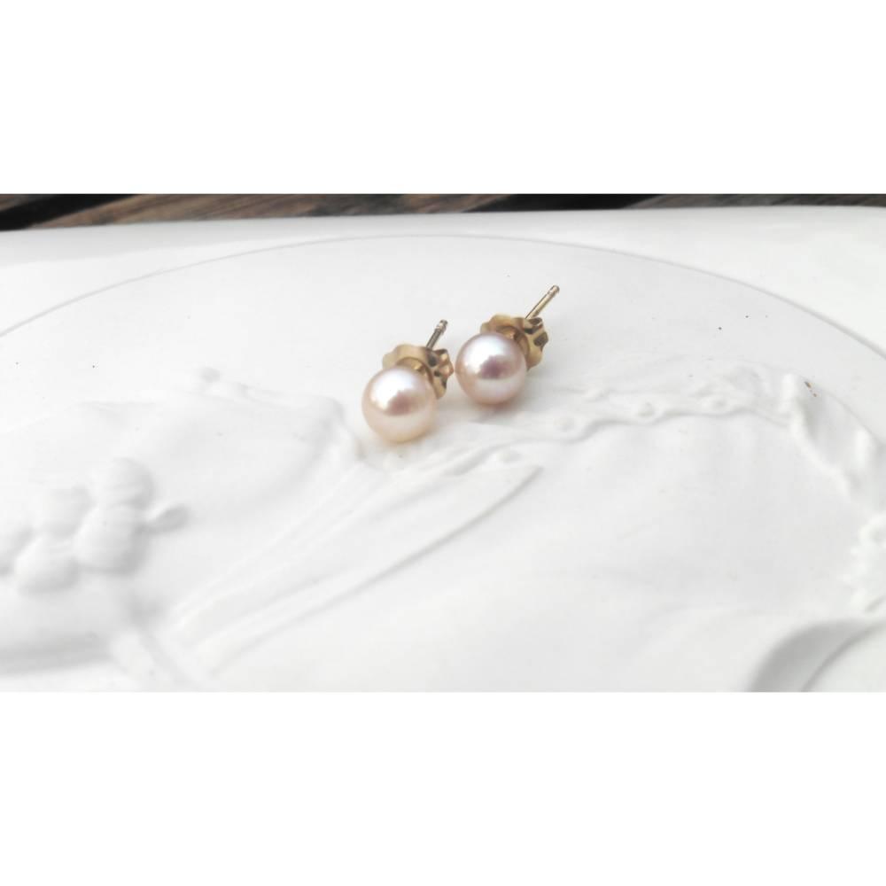Perlenohrringe Ohrstecker echte rosa mini Perlen 4,5 mm, Hochzeitsschmuck, Geschenk Mädchen Frauen Bild 1