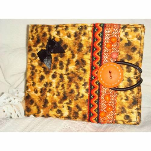 Nadel-Mäppchen in schönem orange-braunem Animal-Print