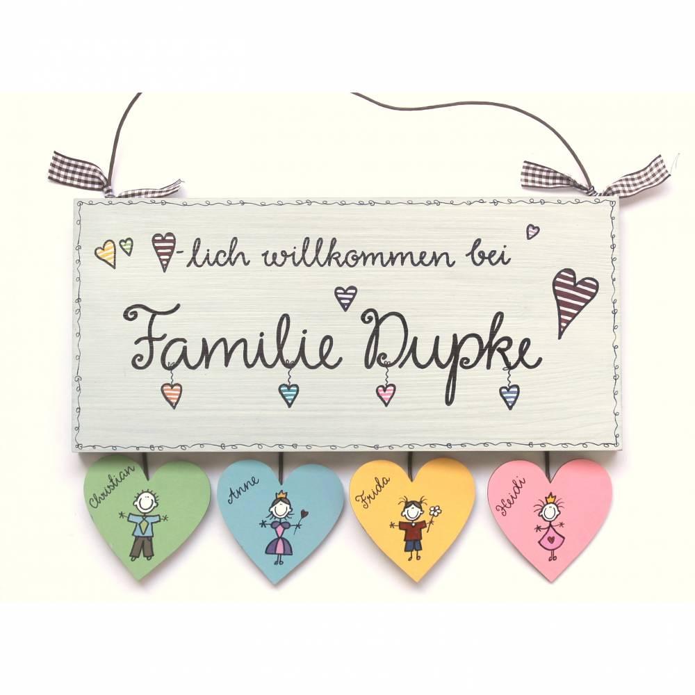 Türschild Holz Familienschild Haustürschild Namensschild Familie individuell personalisiert mit Herzanhänger Bild 1
